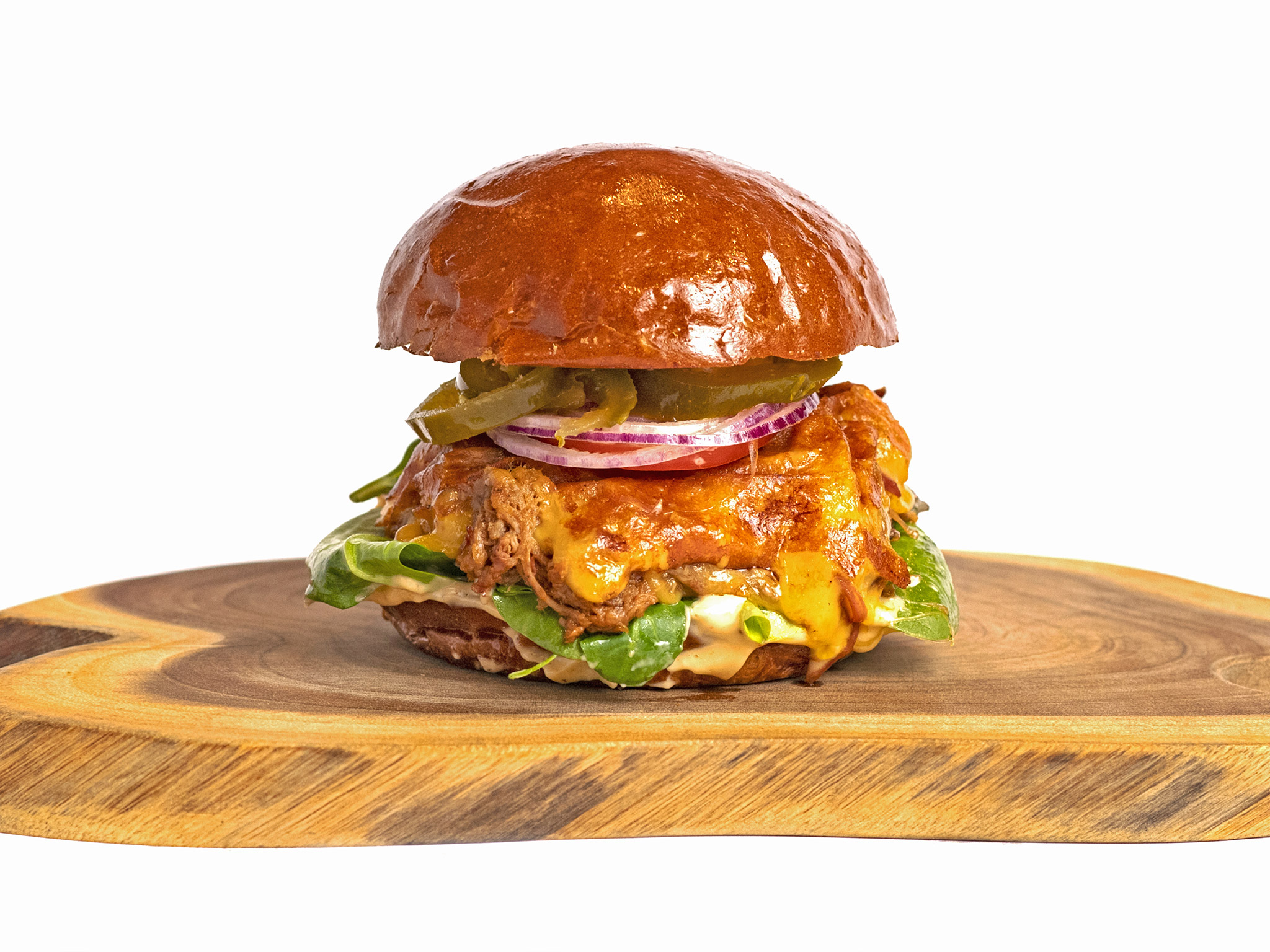 Burger s trhaným hovězím masem a cheddarem - Roots BBQ